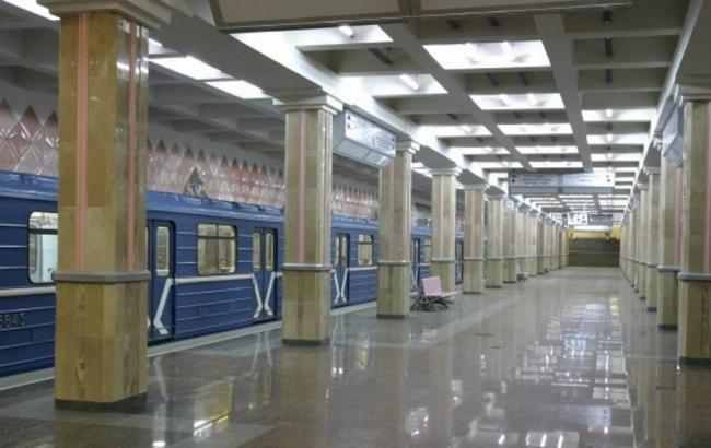 Фото: у Харкові жінка стрибнула з дітьми під потяг метро