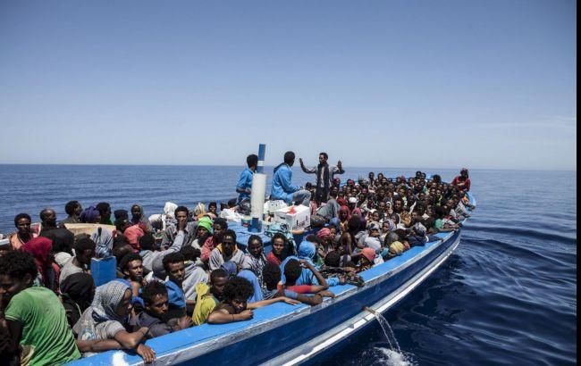 ВСредиземном море перевернулась лодка смигрантами— Драматические фото