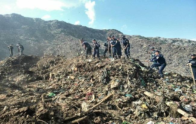 Фото: зсув сміття на території сміттєзвалища у Львівській області
