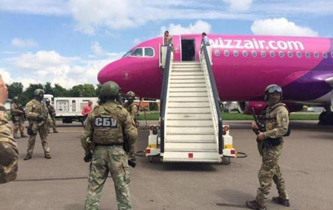 """Фото: эвакуация пассажиров аэропорту """"Киев"""""""