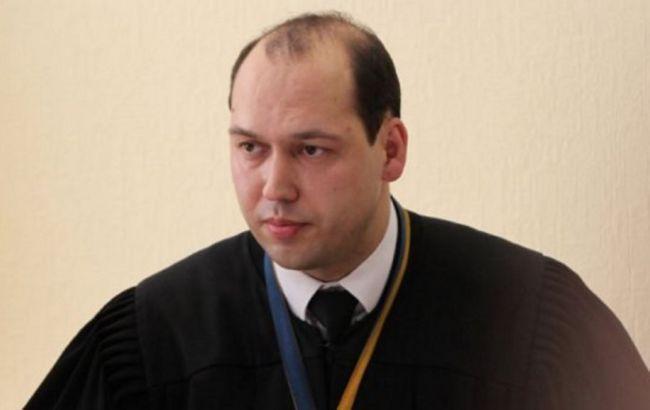 Фото: судье Вовку продлили отстранение от должности