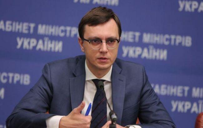 Фото: Владимир Омелян сообщил о планах ввести пошлину для иностранных грузовиков