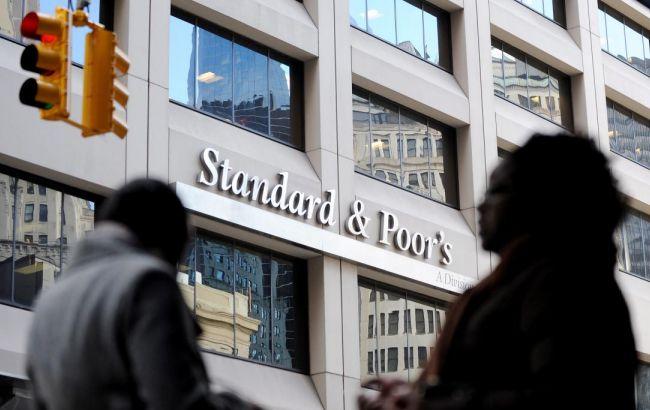 S&P понизило кредитный рейтинг Британии на два уровня