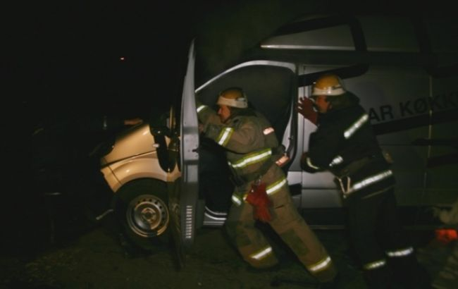 Фото (ДСНС): У Тернополі горів автомобіль, яким возили допомогу до зони АТО