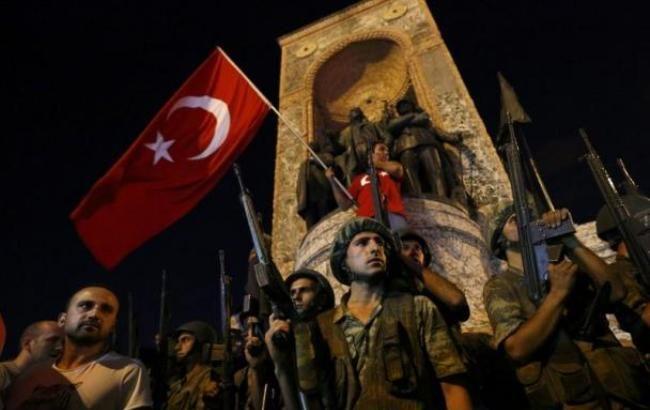Фото: в Туреччині стався переворот, військові захопили владу