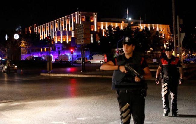 Фото: вертолет атаковал здание Управления спецназа