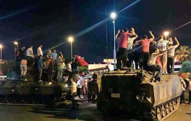 Фото: в результате попытки переворота в Турции пострадали почти 700 человек