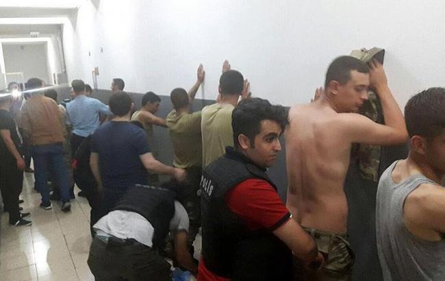 Фото: в Туреччині затримано 2 839 військових