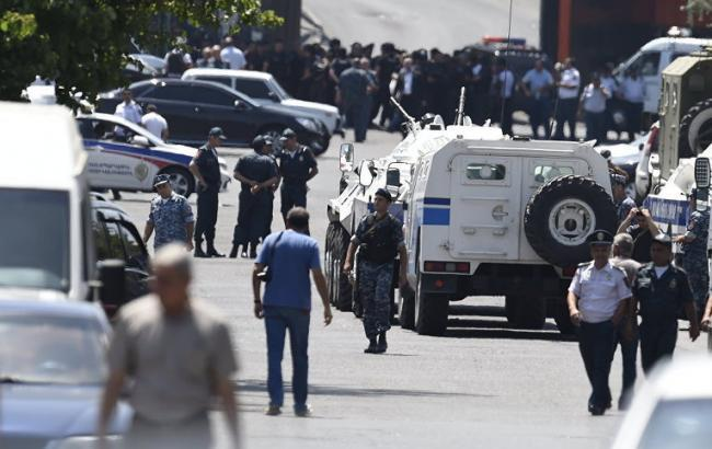 Фото: захват заложников в Ереване