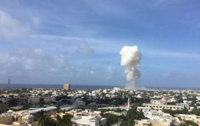 Фото: число погибших от взрывов в Могадишо выросло