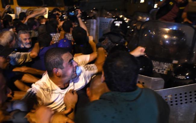 Фото: столкновения в Ереване