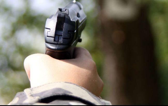 Фото: стріляли зі стартового пістолета, переробленого під травматичну зброю