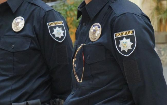 Фото: поліція перевіряє інформацію про замінування будівлі суду