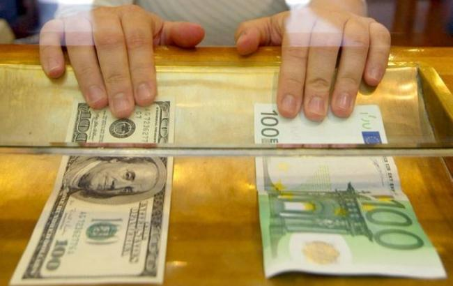 Фото: курс евро на межбанке повысился