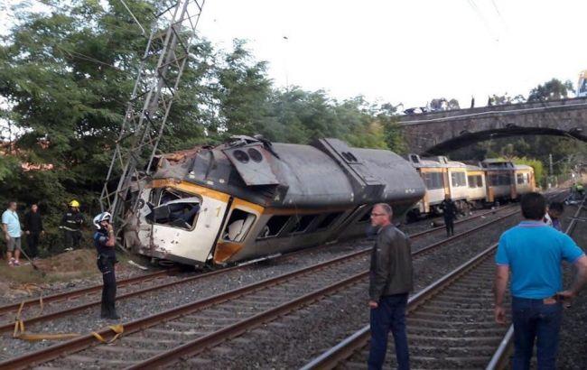 Фото: в Іспанії з рейок зійшов потяг