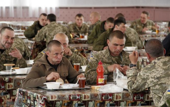 Фото: Солдатська їдальня (unn.com.ua)