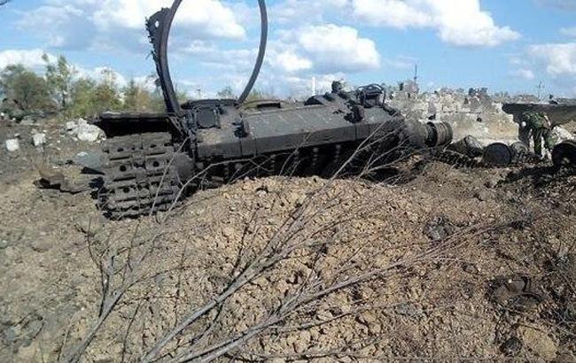Фото: Розбитий танк ДНР (voicesevas.ru)