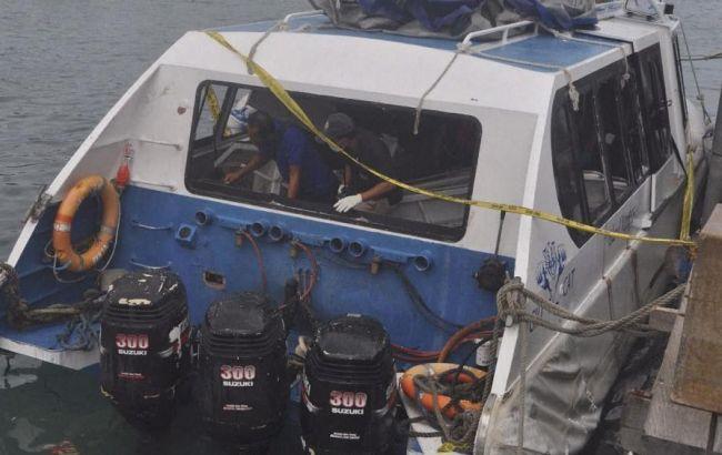 Фото: взрыв на пароме на Бали