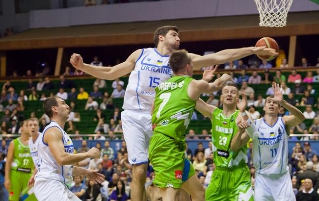 Фото: Сборная Украины по баскетболу в матче против Словении (facebook.com/fvu.in.ua)