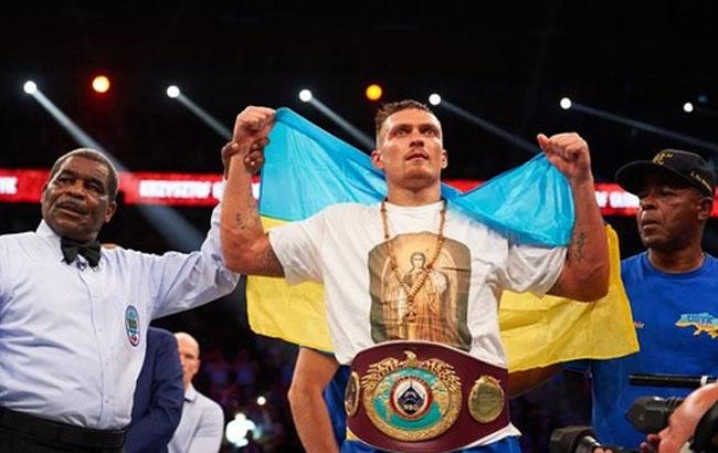 Фото: Усик завоевал титул чемпиона мира в Гданьске (bigmir.net)