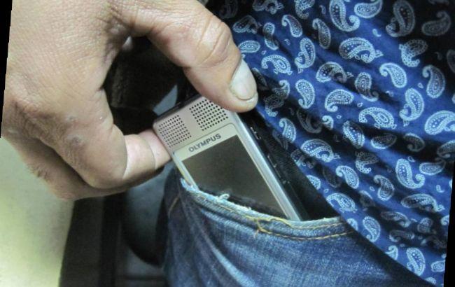 Фото: СБУ затримала громадянина Узбекистану з прихованою відеокамерою