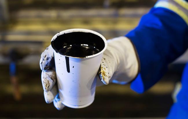 Цены нанефть Brent понижаются, котировки WTI растут