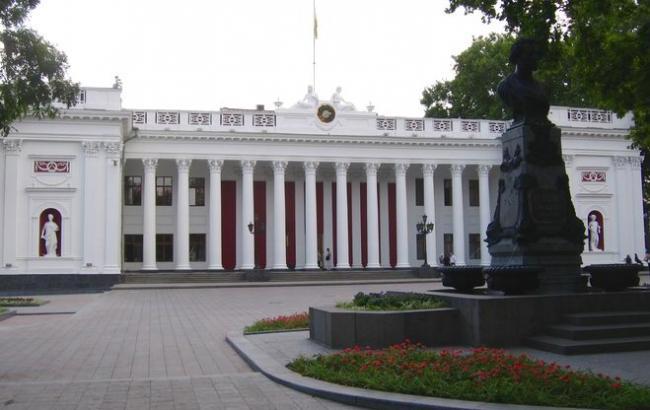 Фото: в Одесі біля мерії відбулася бійка між активістами та охороною будівлі