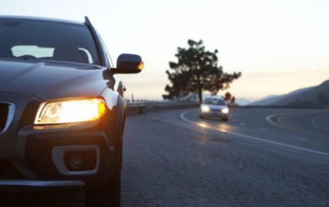 C1октября водителям загородом нужно включать фары днем