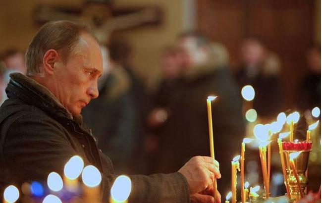 Фото: Путін у храмі (liveinternet.ru)