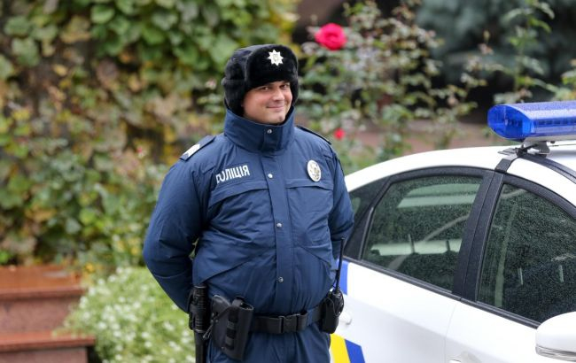 Фото: зимняя форма участковых полицейских