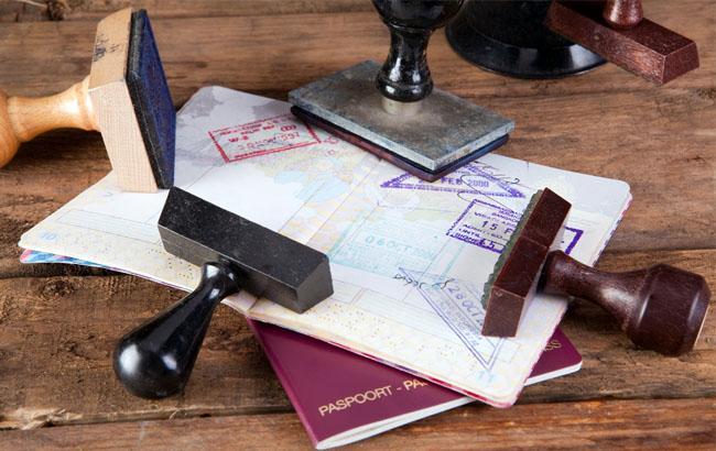 Фото: Візи та паспорт (focus.ua)