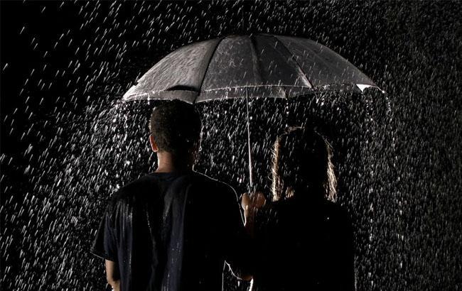Фото: Люди под зонтом (liveinternet.ru)