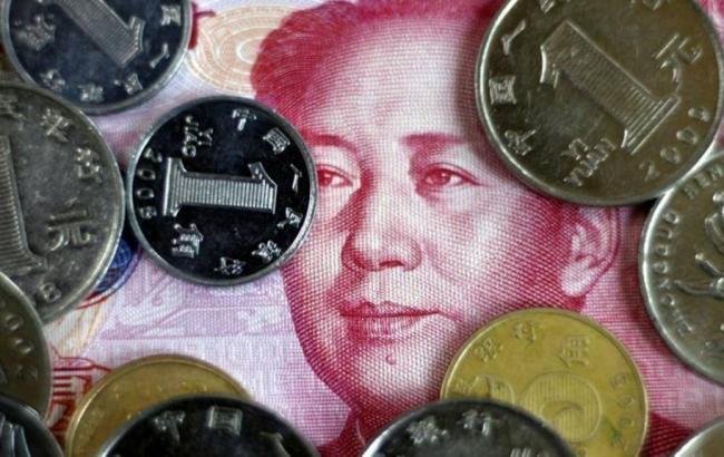 Фото: курс китайського юаня досяг шестирічного мінімуму