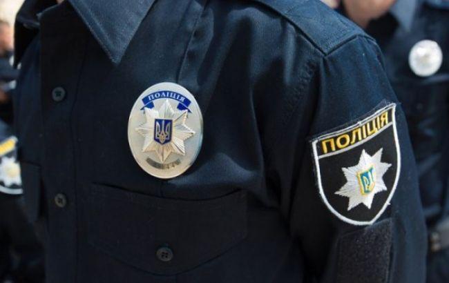 Фото: в Тернополе патрульные сняли с крыши домапсихически нездорового мужчину