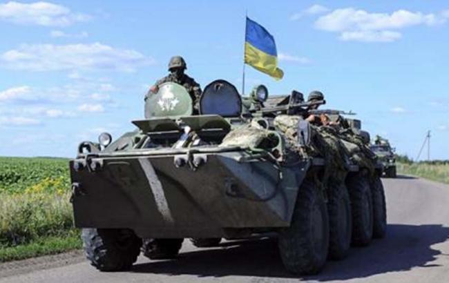 Фото: у Донецькій області БТР зіткнувся з автобусом