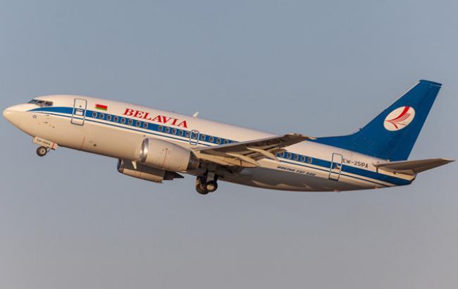 """Фото: літак білоруської авіакомпанії повернули в аеропорт """"Жуляни"""""""
