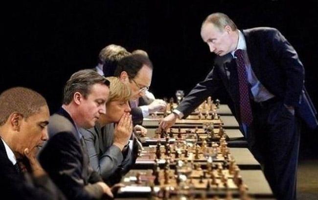 Фото: Путін грає в шахи - колаж (LiveJournal)