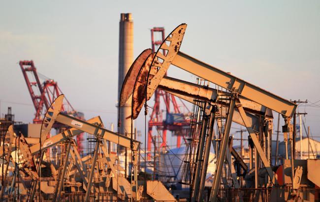 Фото: Цена нефти Brent опустилась ниже 48 долл./барр