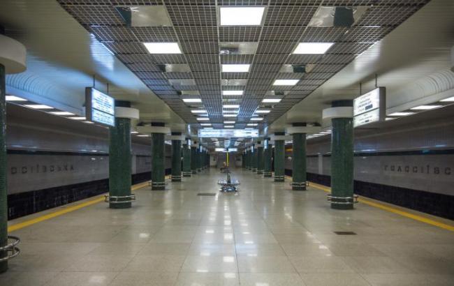 """Фото: Станция метро """"Голосеевская"""" (Wikimapia)"""