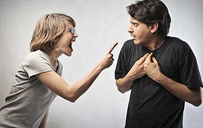 Фото: Чоловік і жінка сперечаються (likbezz.ru)