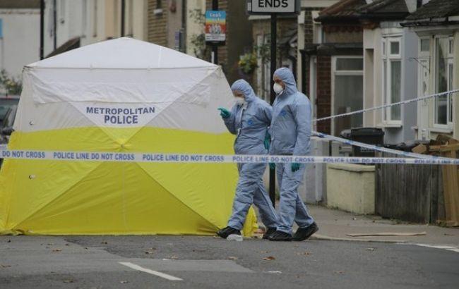 Фото: в Лондоне неизвестный с ножом убил одного и ранил троих