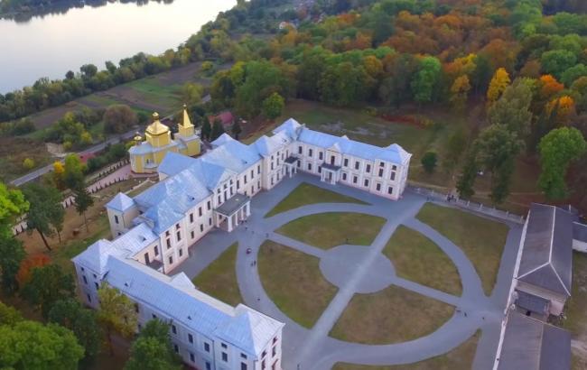 Фото: Вишневецкий дворец с высоты птичьего полета (vk.com/steeleggs)