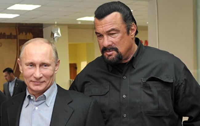 Фото: Стівен Сігал і президент РФ (www.mger2020.ru)