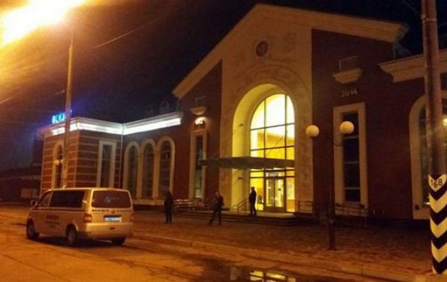 """Фото: у Краматорську """"замінували"""" вокзал"""