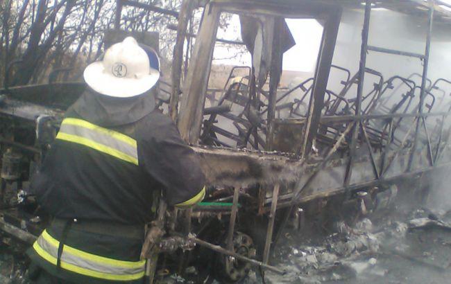 Фото: в Харьковской области на ходу загорелся рейсовый автобус