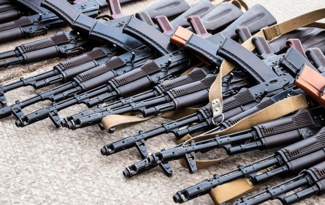 Фото: оружие и наркотики обнаружили в столичной квартире