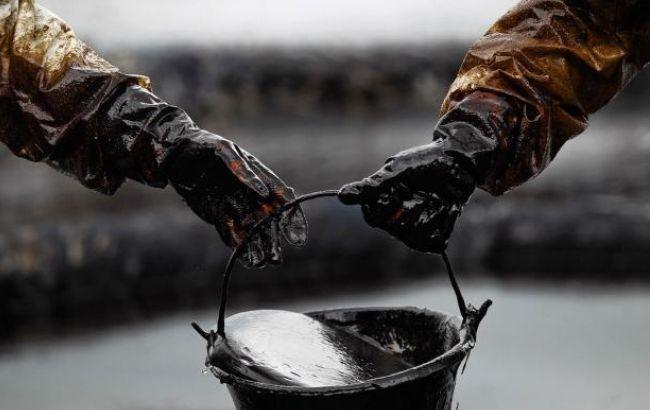 Стоимость нефти WTI снижается, Brent пытается удержаться вблизи $45 за баррель