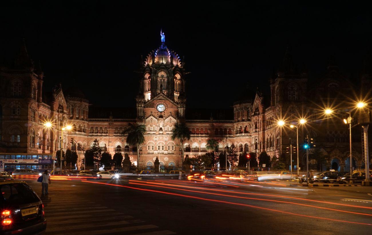 Самый богатый штат Индии вводит жесткий карантин из-за ситуации с COVID