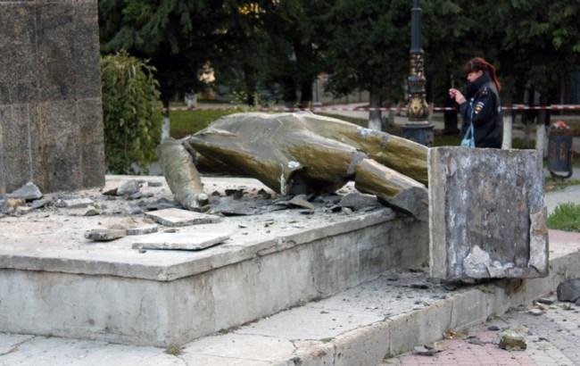 Фото: повалений Ленін (dsnews.ua)