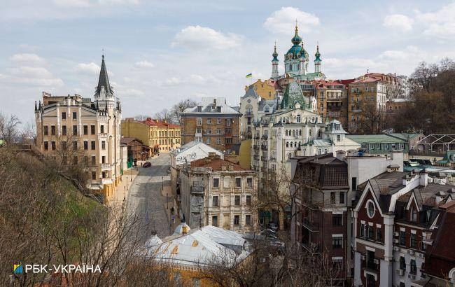 В Киеве разрешили монтировать летние площадки кафе, но открывать их пока запрещено